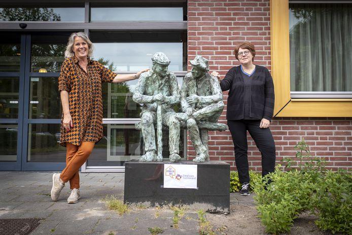 Directeur Renny van Faassen (links) van de Stichting ZorgSaam Twenterand. FOTO MARIEKE AMELINK