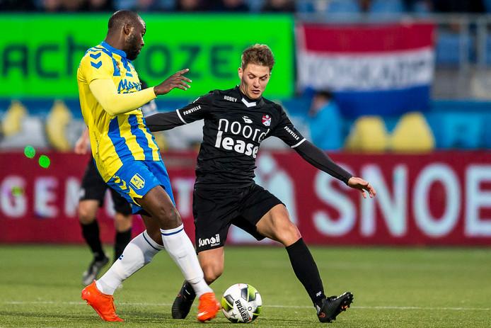 Evander Sno speelt ondanks moeilijke prive-omstandigheden in de thuiswedstrijd tegen Emmen nog wel mee.