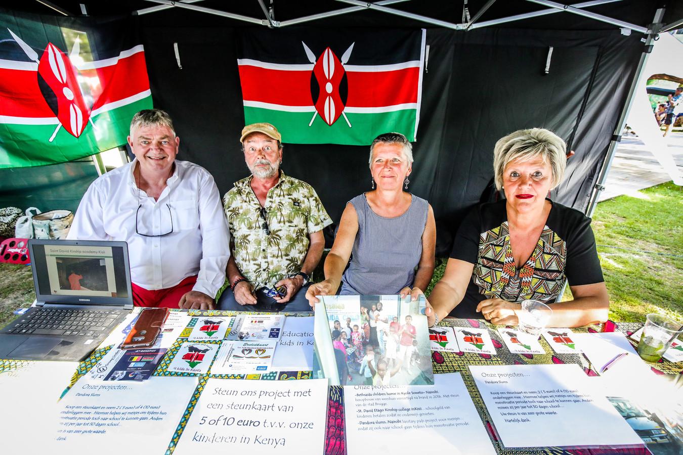 Jean-Marie De Plancke (links) met zijn vereniging vzw Education & Health for Kids in Kenia