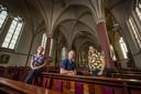 Vrijwilligers Agnes Kemper, Bart en Roosmarie Salden zien ook wel dat het kerkbezoek in Heeten terugloopt. ,,Maar sluiting komt te snel. Het water staat ons nog niet aan de lippen.''