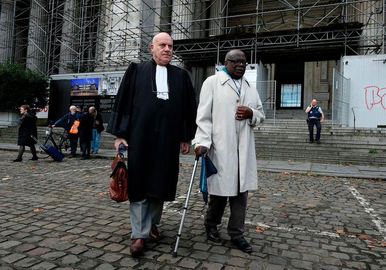 Advocaat Jean Flamme en beschuldigde Fabien Neretse Beeld AFP