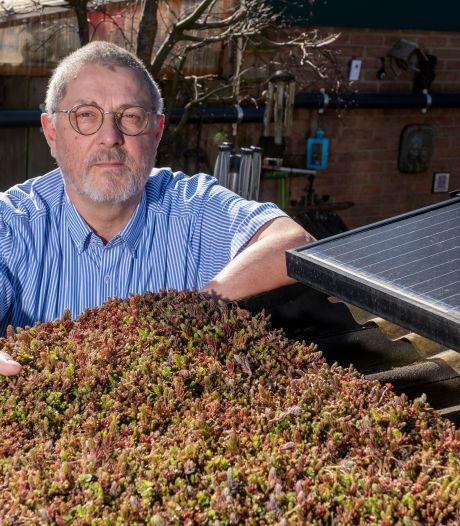 Johan uit 't Harde zet zijn platte dak (en dat van de buren) vol met plantjes: niet alleen leuk, maar ook nuttig