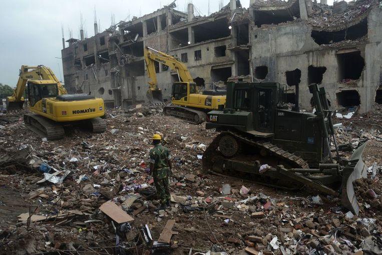 Bij de instorting van een textielfabriek in de buurt van Dhaka vielen meer dan 1.100 doden. Beeld AFP