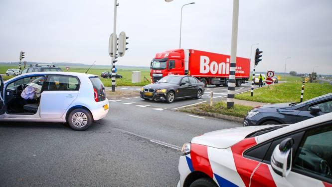Automobilist gewond bij botsing op N301 Nijkerk, afrit A28 enige tijd afgesloten