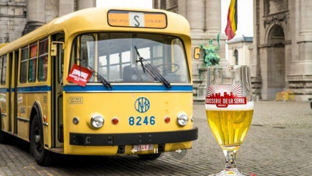Le bus jaune tout droit sorti des années 60 part à 14h00 et s'arrête place Poelaert ainsi qu'au Cinquantenaire pour terminer au Musée de la bière de Schaerbeek.