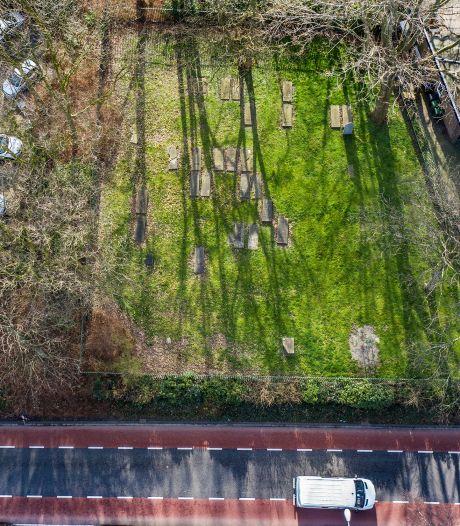 Actie voor restauratie unieke begraafplaats in Naaldwijk: 'Joodse rustplaats moet waardige plek worden'
