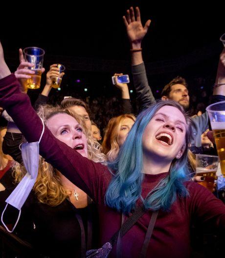 Feestvreugde, maar ook verbazing om persconferentie Rutte: 'Aan het lijntje gehouden'