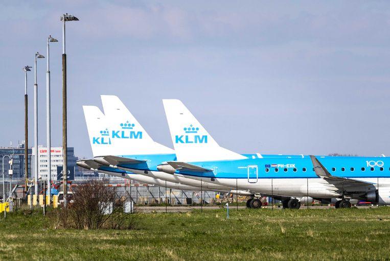 Vliegtuigen van KLM stonden door het coronavirus lange tijd aan de grond op Schiphol. Beeld ANP