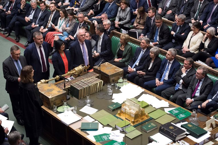 Prime Minister Theresa May attends a debate on Brexit 'plan B' in parliament, in London, Britain, January 29, 2019. Text in documents removed at source.  UK Parliament/Jessica Taylor/Handout via REUTERS ATTENTION EDITORS - THIS IMAGE HAS BEEN SUPPLIED BY A THIRD PARTY. Beeld REUTERS