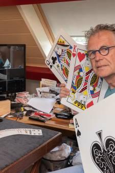Goochelaar Henk zit sinds corona in de WW, maar probeert een nieuwe troefkaart (en leert jou deze truc!)