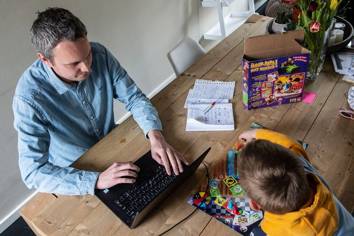 Ronnie Vermonden moet het thuiswerken combineren met twee jonge kinderen.