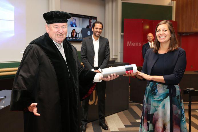 Eefje Hendriks, onlangs bij de uitreiking ter gelegenheid van haar promotie-onderzoek.