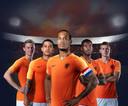 De officiële wervingsposter van de KNVB voor de EK-kwalificatiereeks.