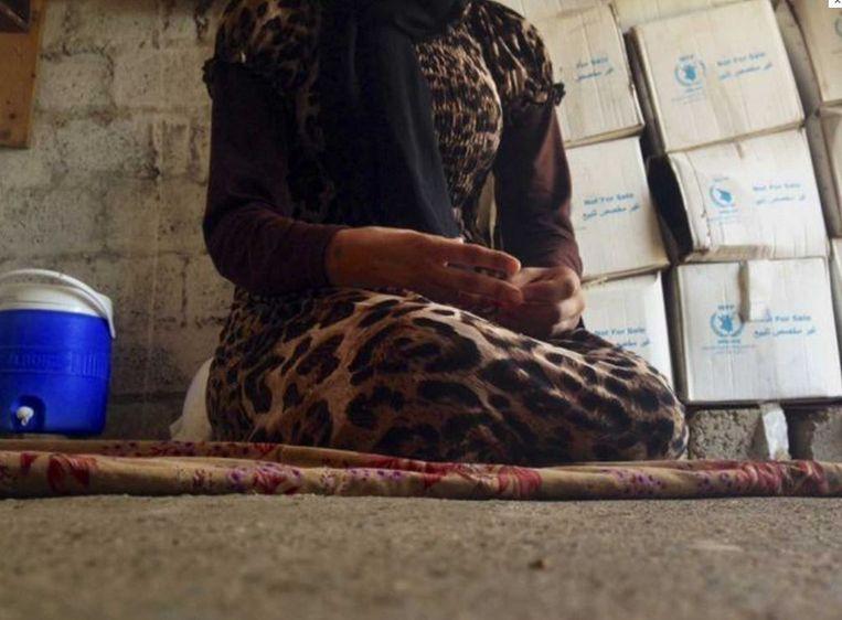 De BBC kreeg in het geheim genomen videobeelden in handen waarop inwoners van de door IS ingenomen Iraakse stad Mosoel getuigen over het leven onder de terreurgroepering.