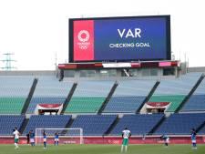'Zet speeltijd stil bij raadpleging VAR en geef beide teams mogelijkheid om aanvragen beelden'
