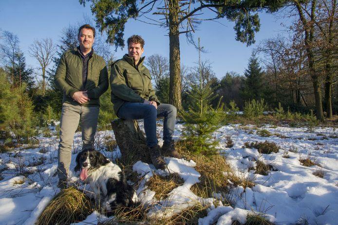 Grondeigenaar Jeroen Jordaan (links) en directeur Roy van Boekel van Natuurbegraven Nederland maakten al in de winter van 2017 hun plannen voor een natuurbegraafplaats op landgoed Christinalust bekend.