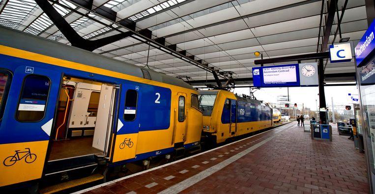 De intercity direct op station Rotterdam Centraal.  Beeld Hoogveld Bart
