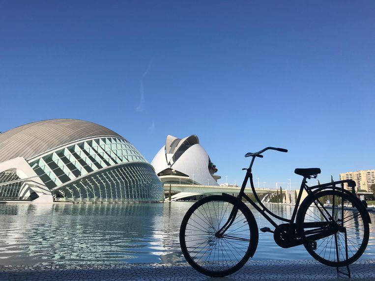 Een door Ana Castán opgekochte fiets in Valencia. Beeld