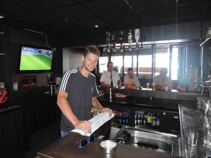 Theo Lucius in zijn sportcafé In d'n Ollie in Heeswijk-Dinther.