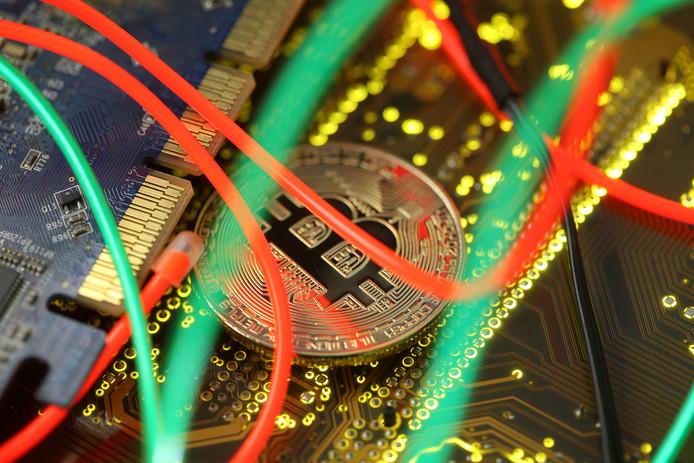 Een stroom bitcoins leidde naar een Eindhovenaar die via het darkweb drugs dealde.