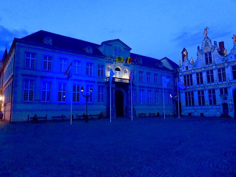 De Burg kleurde helemaal blauw.
