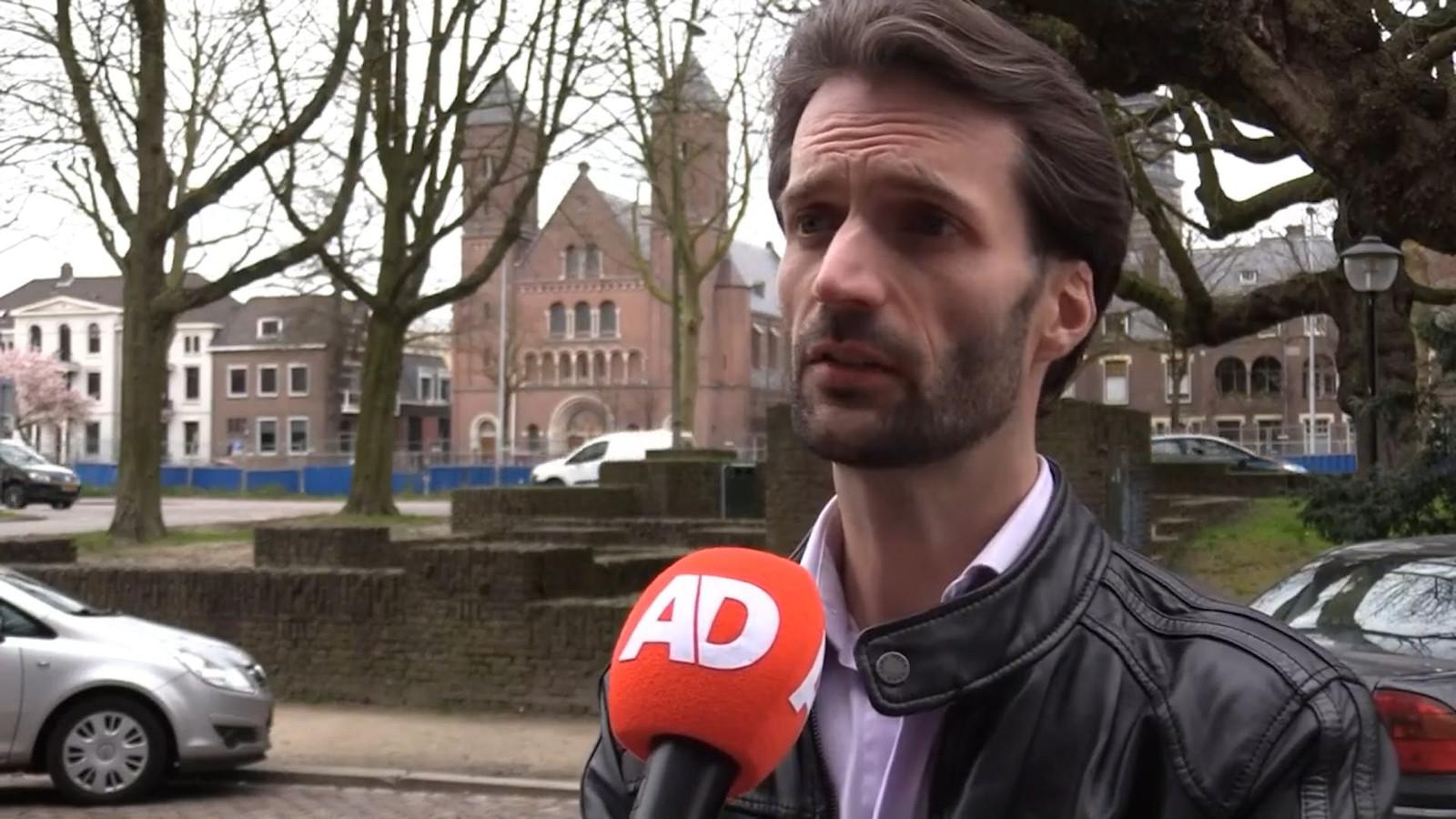 De rechtbank in Utrecht heeft tramschutter Gökmen Tanis een levenslange gevangenisstraf opgelegd. Advocaat Sébas Diekstra die de vader van Roos vertegenwoordigt, zegt dat zijn cliënt opgelucht is.