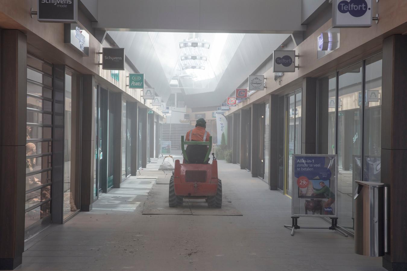 Verbouwing van de Elzaspassage in Helmond