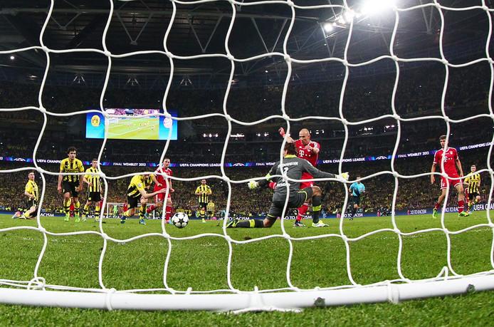 Een moment voor de eeuwigheid: Robben tikt de bal langs Dortmund-doelman Roman Weidenfeller en beslist de Champions League-finale van 2013.