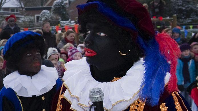Zwarte Piet moet anders worden vormgegeven, staat in een brief van de grootste scholenkoepel in Rotterdam.