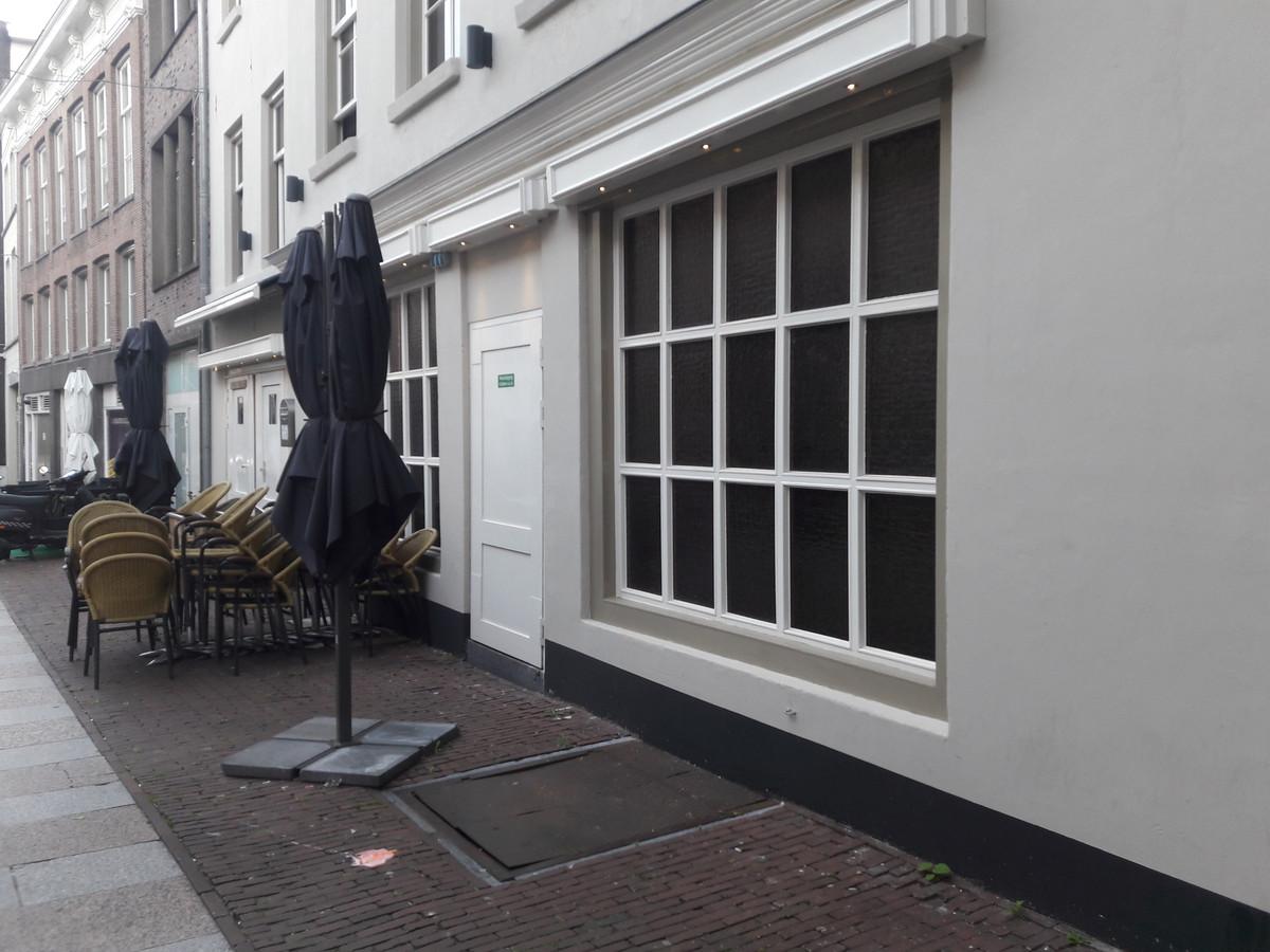 Nachtzaak De Carrousel in de Bossche Karrenstraat. De exploitant is zijn horecavergunning kwijt.