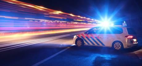 Beschonken gast Mega Piraten Festijn in Voorthuizen pikt kenteken van politieauto