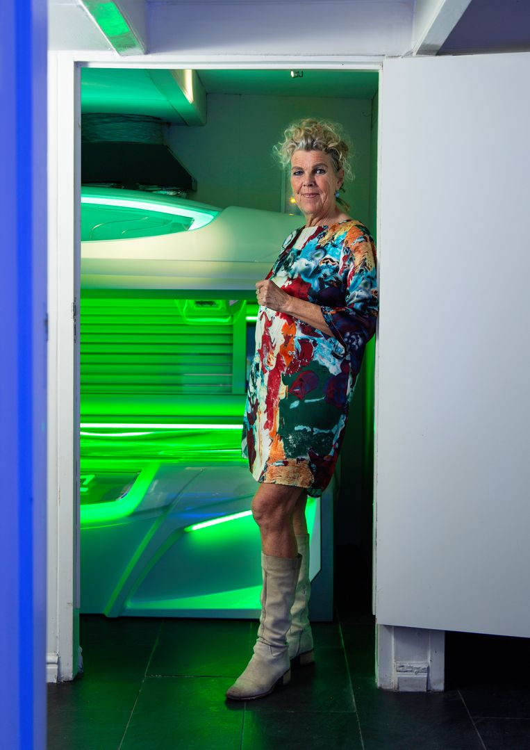 Zonnestudio Tan-go van Monique de Haas (58). Beeld Susanne Stange