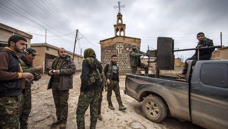 Ook de Koerdische strijders op de grond voeren de druk op in de regio.