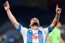 Dries Mertens wijst naar de hemel na zijn treffer tegen Lazio.