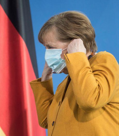 """Angela Merkel """"demande pardon"""" et fait marche arrière: pas de durcissement des mesures"""