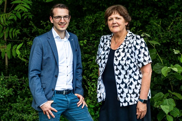 Bestuursvoorzitter Rosa Jansen en Laurens Kock, juridisch adviseur, van Slachtofferhulp Nederland.