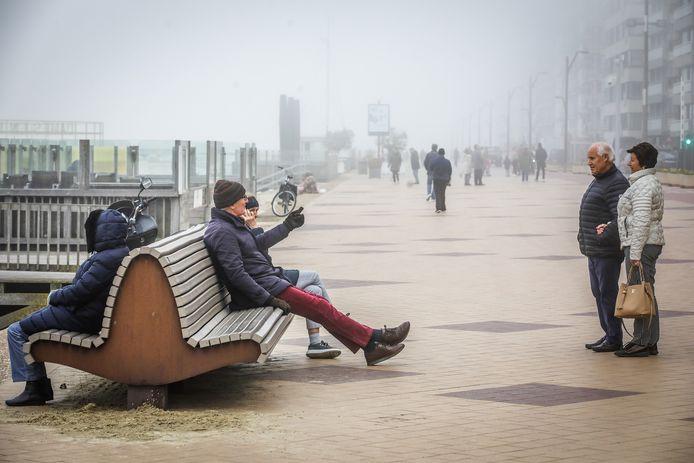 Op de dijk van Knokke was er vorig weekend nog heel wat volk om te wandelen. Tweedeverblijvers zijn evenwel niet welkom voorlopig.