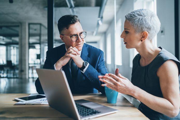 Un salarié sur cinq déclare ne pas pouvoir être lui-même au travail, et 41 % disent renoncer à parler de leur vie privée par crainte des discriminations.