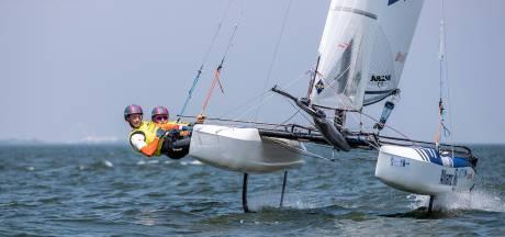 Zeiler Bjarne Bouwer uit Giethoorn wint bij eerste deelname meteen wereldbekerwedstrijd