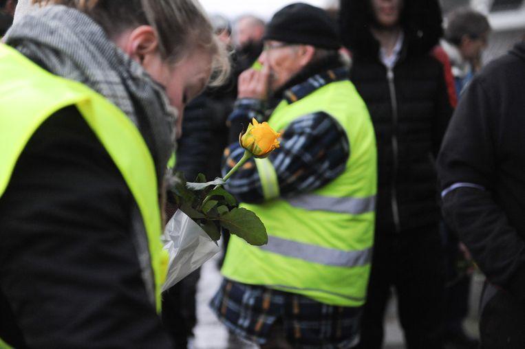 Aan het treinstation van Luik-Guillemins hebben ze gele rozen uitgedeeld.