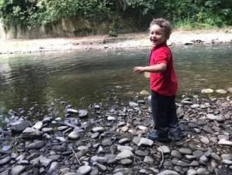 Lichaam van jongen (5) gevonden in rivier: twee volwassenen en jonge tiener gearresteerd op verdenking van moord