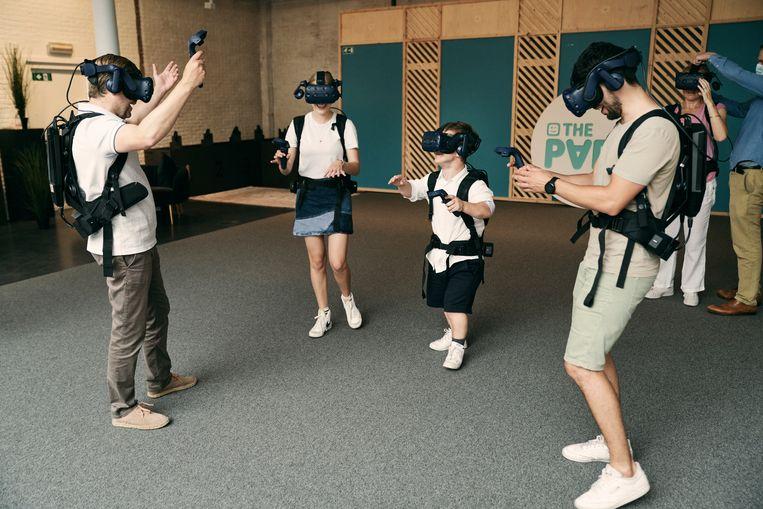 Oud-kandidaten van 'De mol' spelen nu de virtuele versie in The Park, Antwerpen. Beeld Joris Casaer