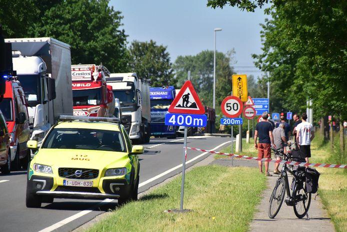De kop-staartaanrijding langs de Ringlaan in Lichtervelde deed zich voor in de file die er stond naar aanleiding van wegenwerken, iets verderop.