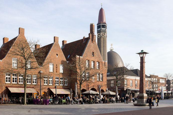 Het Raadhuisplein in Waalwijk.