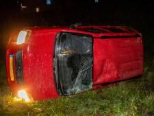 Auto belandt in de berm na botsing op A59 bij Den Hout