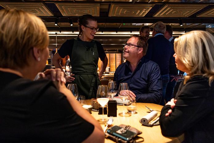 Uit een rondgang bij Amsterdamse restaurant blijkt immers dat steeds meer gasten reserveringen als vrijblijvende mededelingen beschouwen. Tijdens Kerst heeft dat een nog grotere impact.