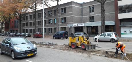 Oss haalt bomen weg: rijbaan van Raadhuislaan volgende week dinsdag dicht