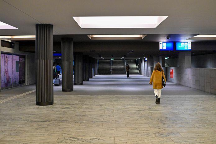 Op het station was het rustig, tijdens de avondklok.