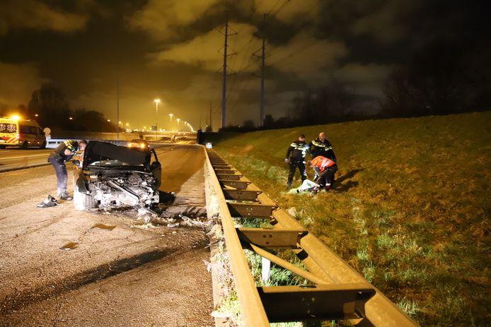 Aanhouding en enorme schade bij aanrijding A4 Schipluiden.