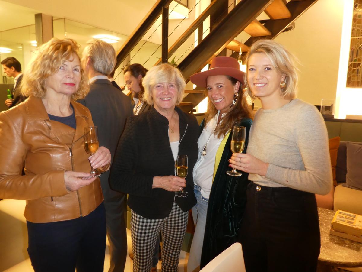 Psycholoog Teja van Benschop, Marja Huijskens, vrouw van, Denise van Woerkom, partner van Fleur Huijskens, dochter van.